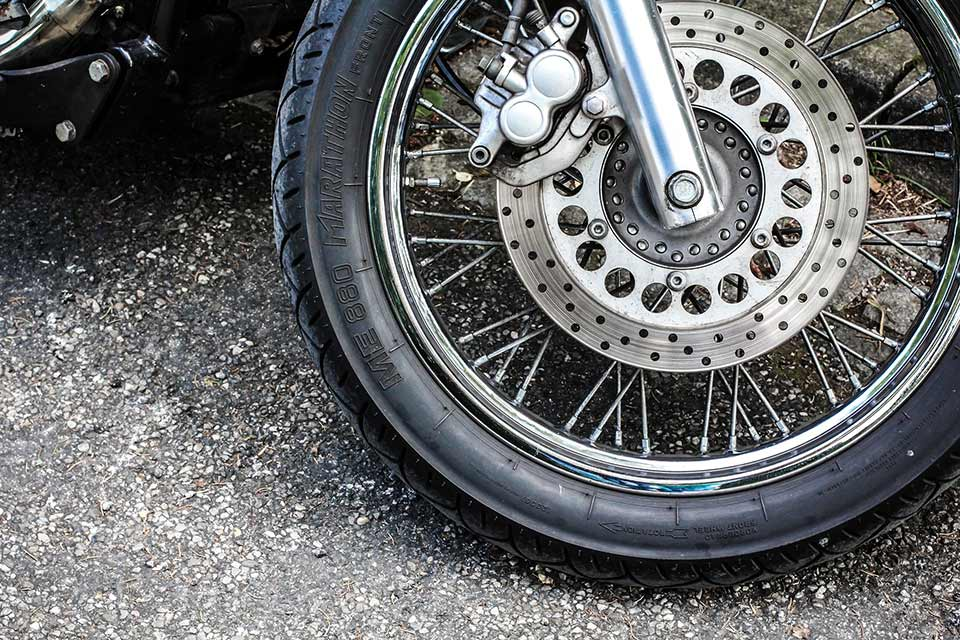 Motorcycle Tire Installation Near Me >> What To Do If Your Motorcycle Gets A Flat Tyre Tru Tension Uk